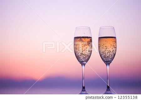 Champagne glass 12355138