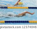 爬行 游泳 游泳者 12374046