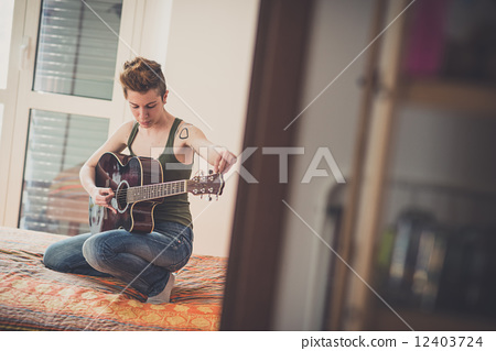 playing, lesbian, guitar 12403724