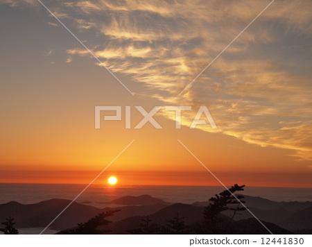 sunrise 12441830