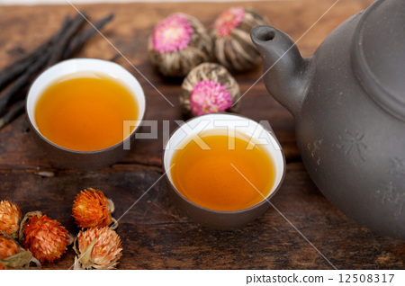 Chinese style herbal floral tea 12508317