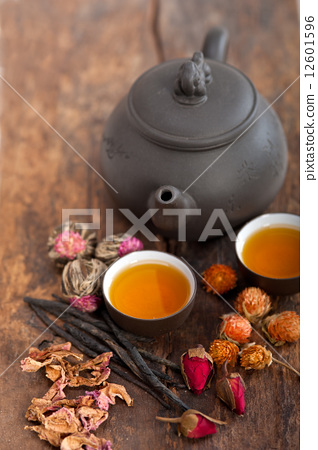 Chinese style herbal floral tea 12601596