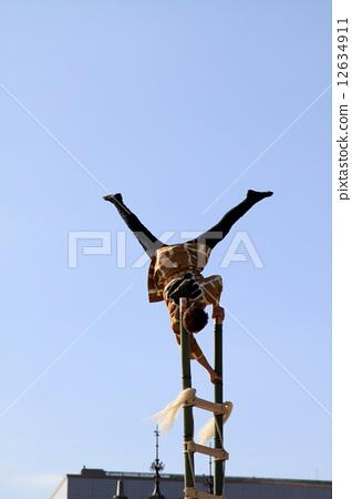 A ladder rider 12634911
