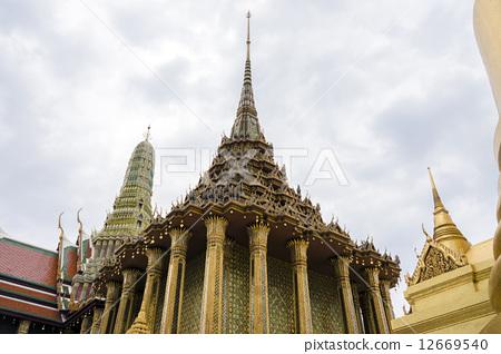 Thai palace temple 12669540