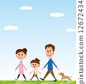 走路的父母和孩子 12672434
