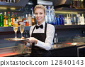 托盘 女服务员 举办 12840143