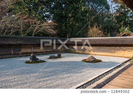京都世界遺產Ryoanji寺花園 12849302