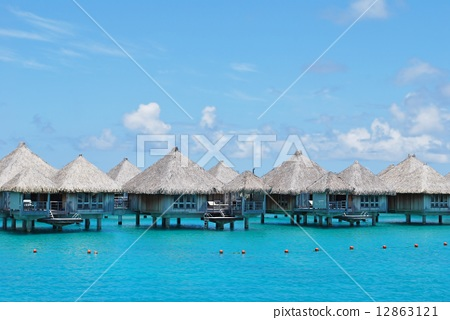 Water cottage in Tahiti 12863121