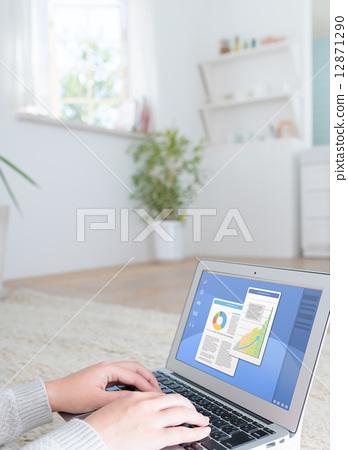 個人電腦和女性 12871290