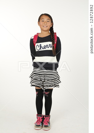 Elementary school student carrying a school bag 12872892