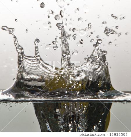 Lemon Water Splash 12932595