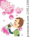 男性享受春天罐装啤酒 12951390