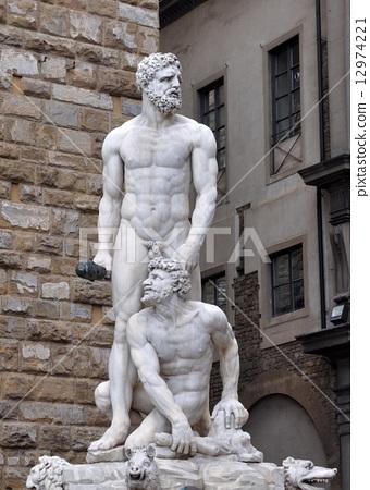 시뇨 리아 광장의 헤라클레스와 카쿠스 상 12974221