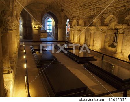 마리 앙투아네트의 무덤 13045355