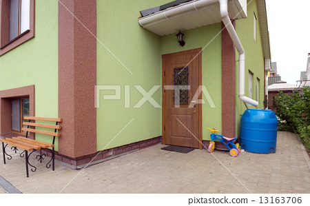 Entrance to the house 13163706