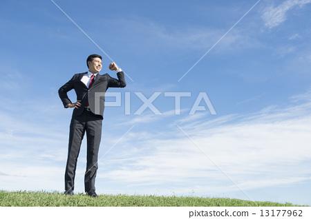 Businessman and blue sky 13177962