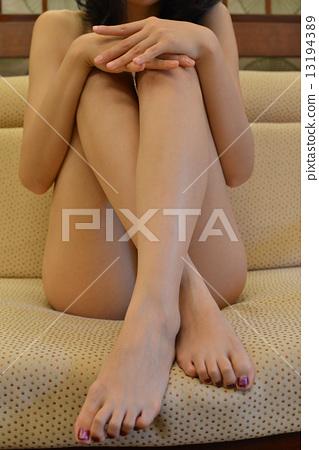 裸體日本女性 13194389