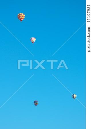 hot air balloon 13197981