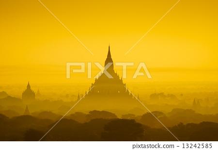 The Temples of bagan at sunrise, Bagan, Myanmar 13242585