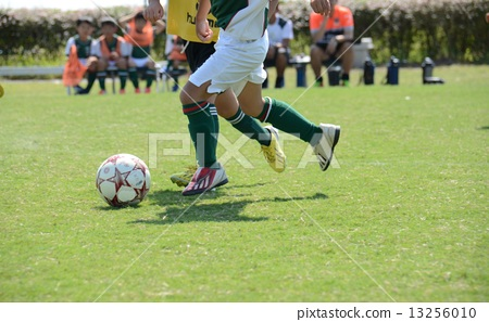 Boy football 13256010