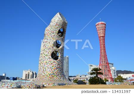 Bell of Ortansia (left) · Kobe port tower (right) (Kobe Harborland / Haigasho Town, Chuo-ku, Kobe City, Hyogo Prefecture) 13431397