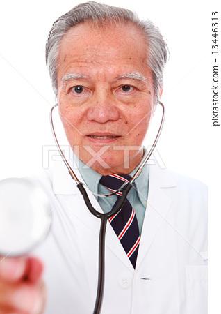 white background,old man, studio shot, businessman, portrait, suit, senior,formal, smiling, grin     13446313