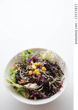 Hijiki salad 13523837