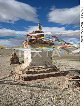Cairn. Buddhist stupa, choyten. 13576950