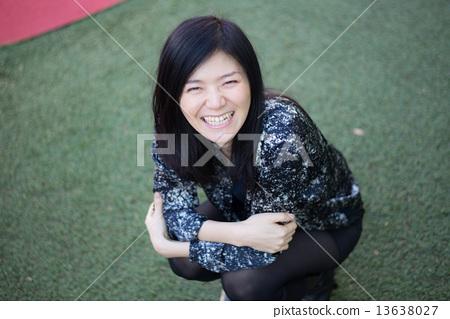 蹲婦女的肖像 13638027