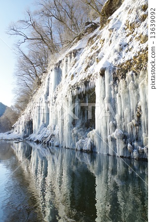 Kiso Shirakawa ice pillar group in Nagano Prefecture (Shurea Hokutou) 13639092