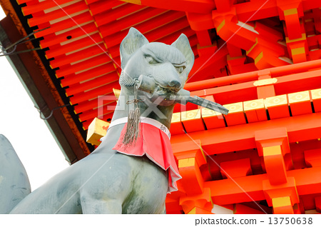 Fushimi Inari fox - Stock Photo [13750638] - PIXTA
