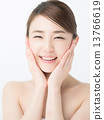 스킨 케어 젊은 여성 13766619