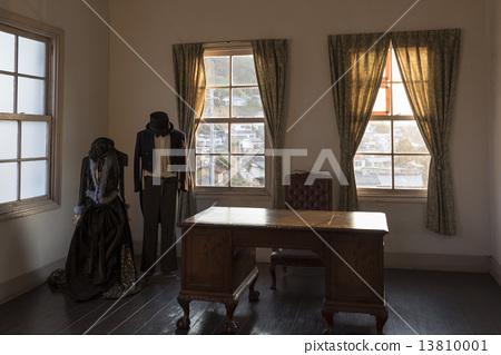 Western-style window and formal wear 13810001