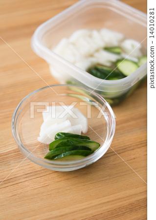 pickles 14010281
