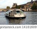 Batubusu of the Seine river in Paris 14101609
