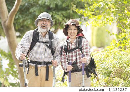 爬的年長夫婦 14125287