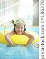 充气 游泳圈 人 14186276