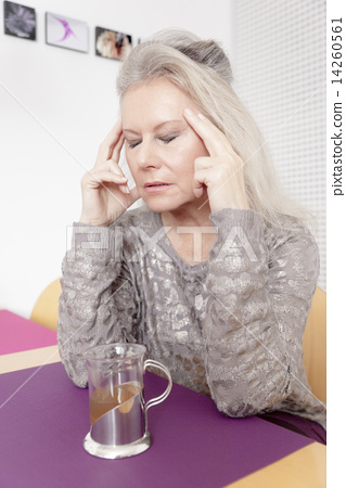 woman and tea 14260561