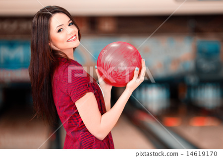 Leisure time in bowling club 14619170