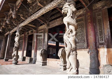 有著石刻龍柱的寺廟 14786417