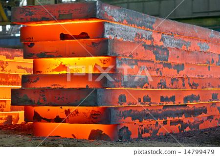 Stock Photo: stack of heavy plates