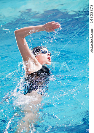 Swimmer performing the crawl stroke 14808878