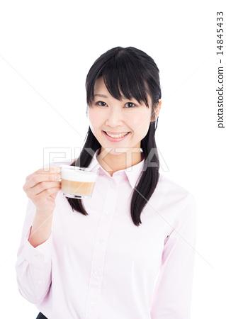 커피를 마시는 여성 14845433