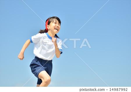 푸른 하늘로 달리는 소녀 (체육복) 14987992