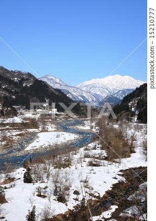 눈 녹은 물이 흐르는 일본의 날 뛰기 강 죠 간지 강 15210777