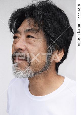 50多歲的男人留著鬍子 15444216