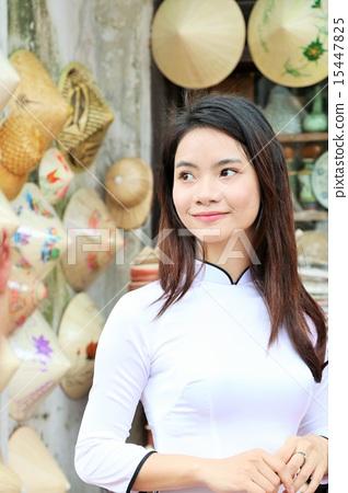 베트남 기념품 가게에 있던 아오자이 미녀 15447825