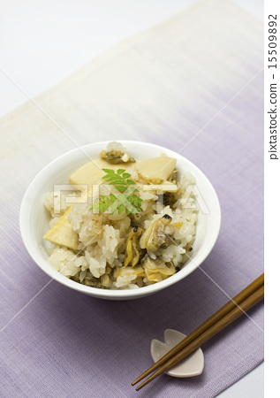 Rice cooked with clams and bamboo shoots 15509892