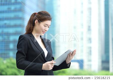 Chinese businesswoman using iPad 15618215