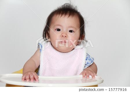 이유식을 먹는 아기 (0 세아) 15777916